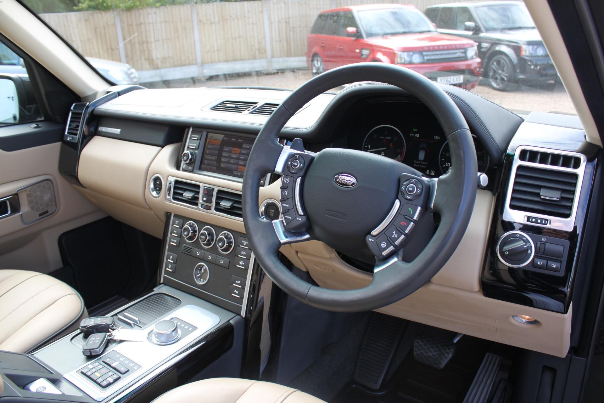 Land Rover с левым рулем