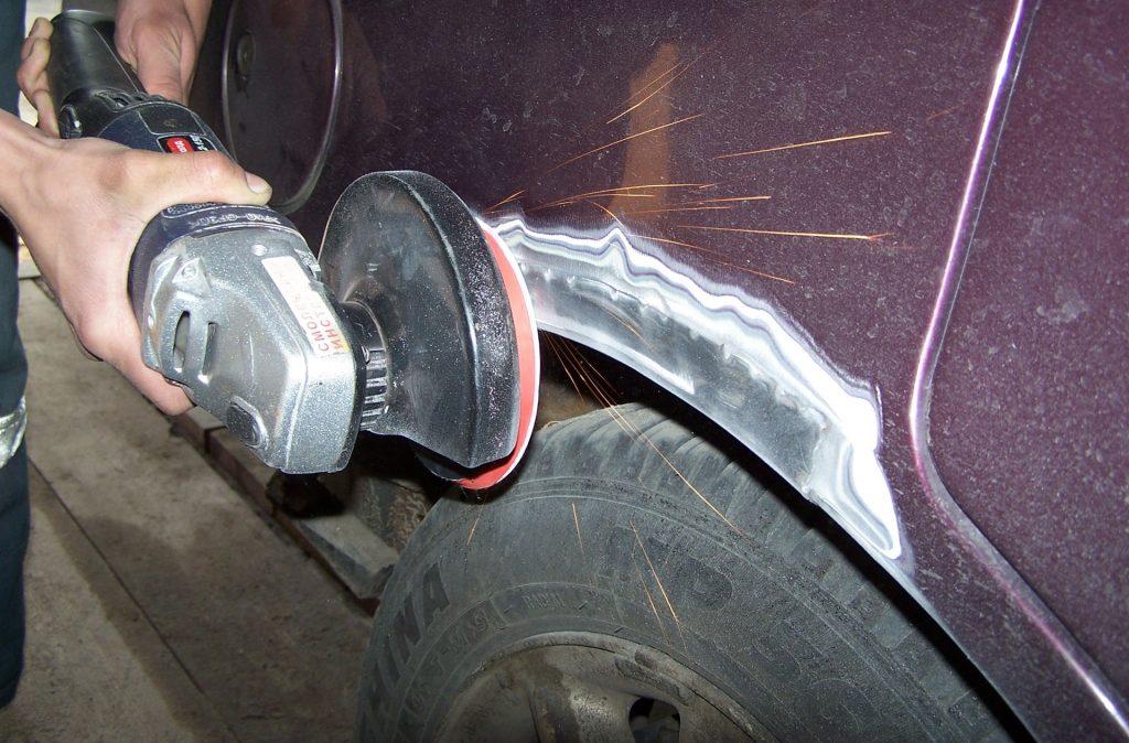 Как удалить ржавчину на крыле автомобиля своими руками